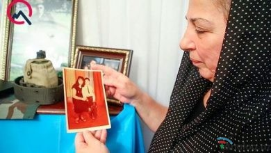 """Photo of Şəhid polkovnikin anası: """"Polad Həşimovun məzarına gül qoymaq arzusu idi, onun yanında dəfn olundu"""" – VİDEO"""